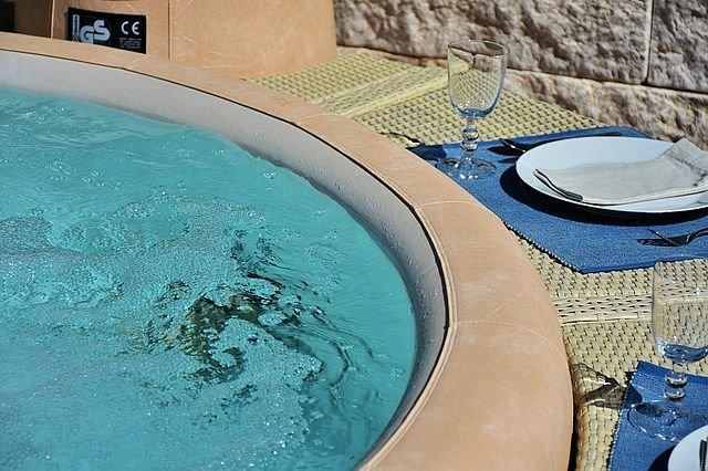 felfújható pezsgőfürdők